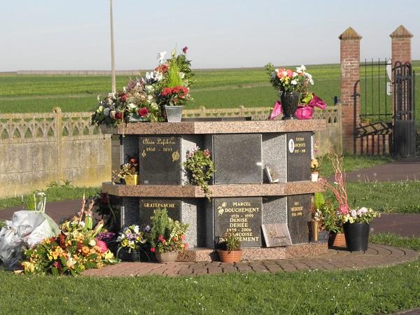 Le cimeti re le columbarium le jardin du souvenir for Entretien jardin du souvenir